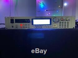 Akai S3000XL Midi Stereo Digital Sampler 32MB RAM scsi Hard Drive & new screen
